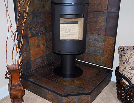 wall pad with pedestal and stove